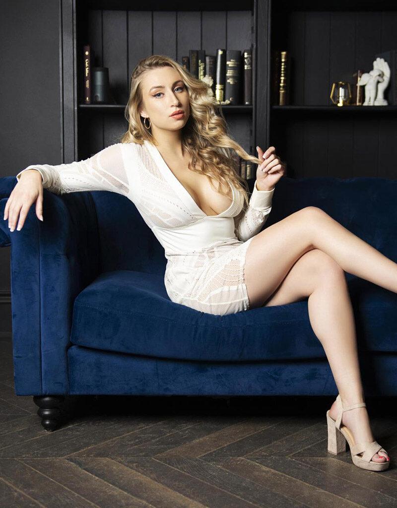 Laura10